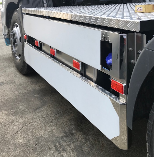 ダンプトラック用 ステンレス製サイドバンパー